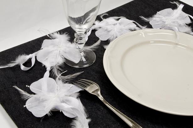 Guirlande de fleurs plume blanc d coration anniversaire et f tes th me sur vegaoo party - Guirlande plume blanche ...
