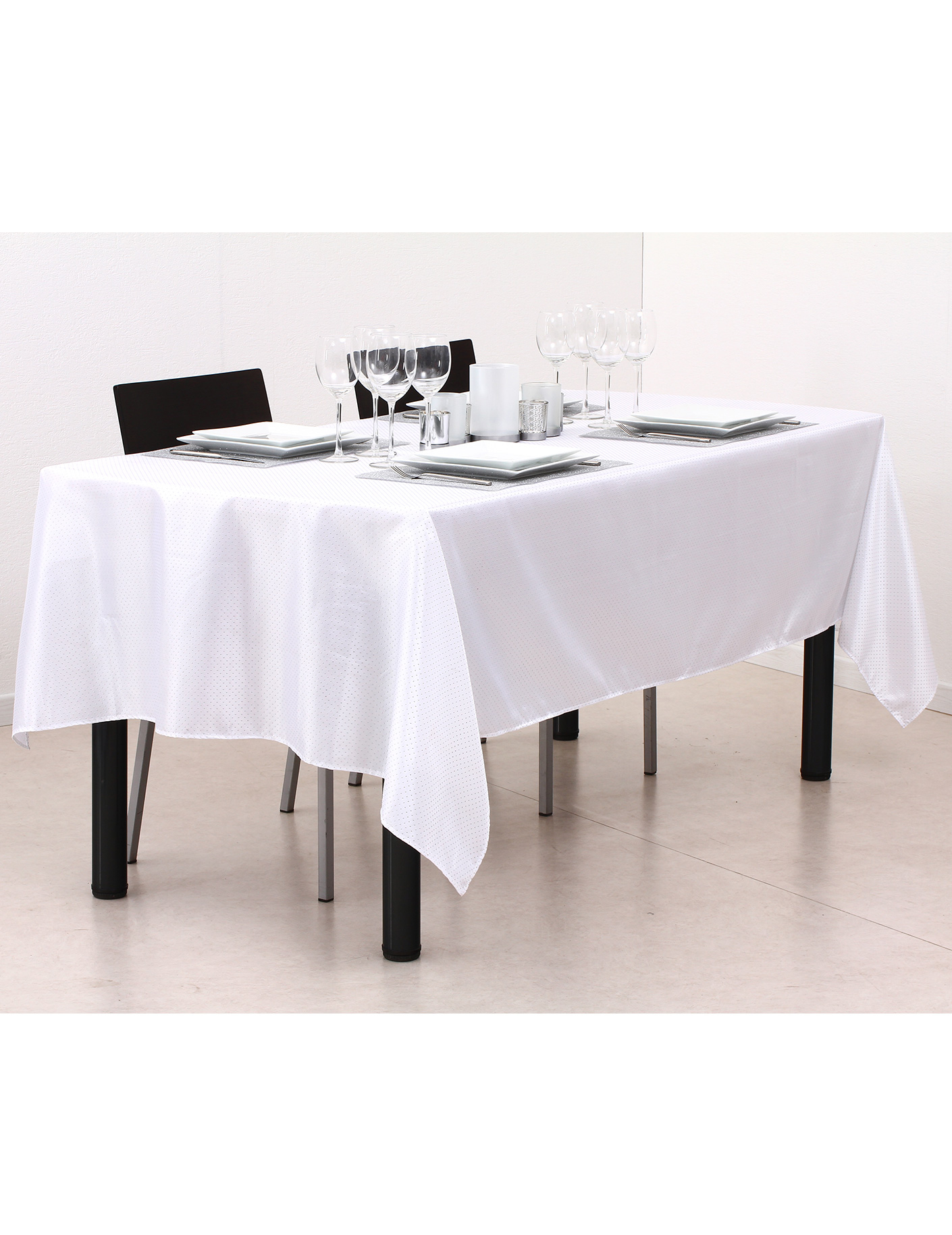 nappe blanche rectangulaire location nappe rectangulaire blanche 150 x 240cm pour nappe. Black Bedroom Furniture Sets. Home Design Ideas