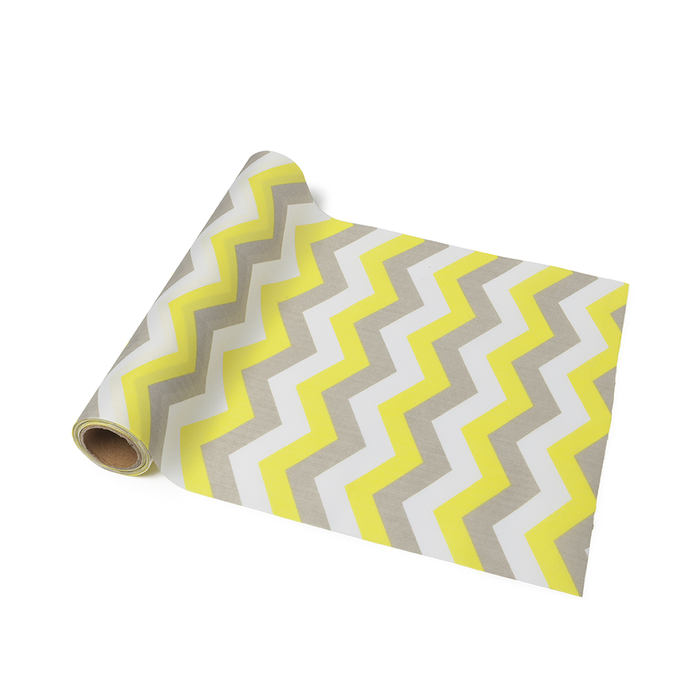 chemin de table tissu chevrons jaune blanc gris d coration anniversaire et f tes th me sur. Black Bedroom Furniture Sets. Home Design Ideas